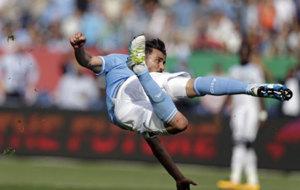 Villa intenta una media chilena.