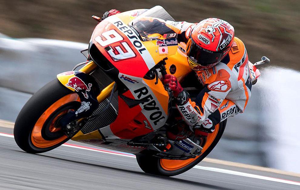 Márquez, 'pole' adelantando a Rossi y con Lorenzo segundo