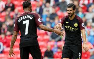 Nolito celebra con Sterling su segundo gol al Stoke.