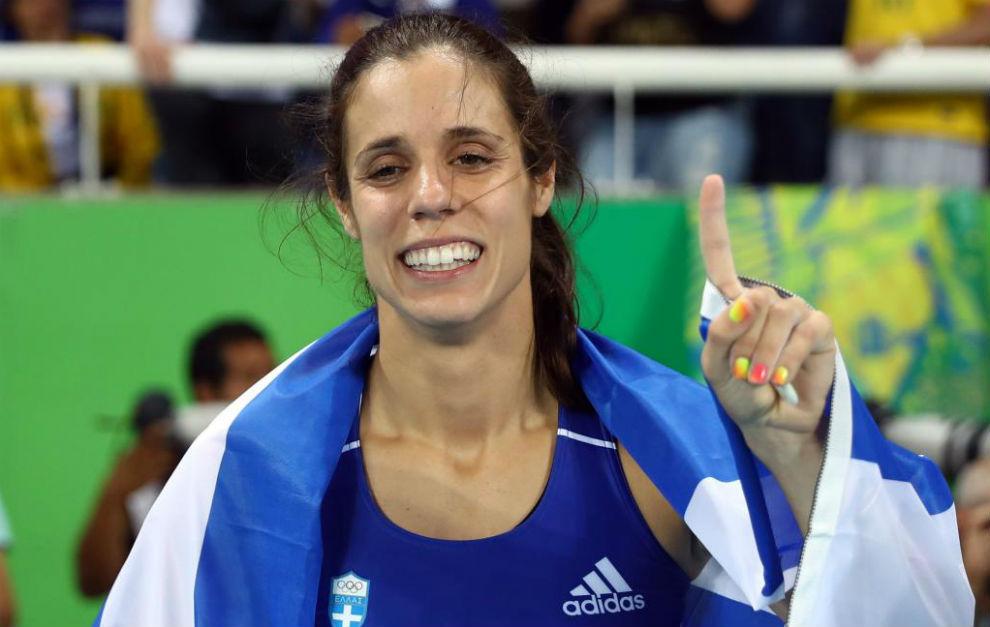 Ekaterini Stefanidi celebrando su victoria en pértiga en Río.
