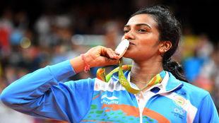 Pusarla V. Sindhu besa su medalla de plata en Río.