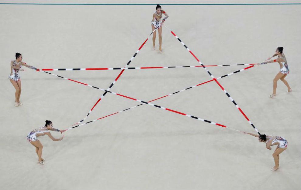 El equipo chino de gimnasia rítmica durante una actuación en Río.