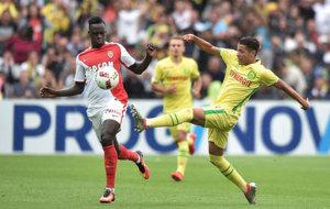 Mendy se opone al remate de Harit, jugador del Nantes.