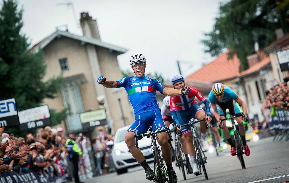 Vincenzo Albanese celebra su triunfo en la escapada.