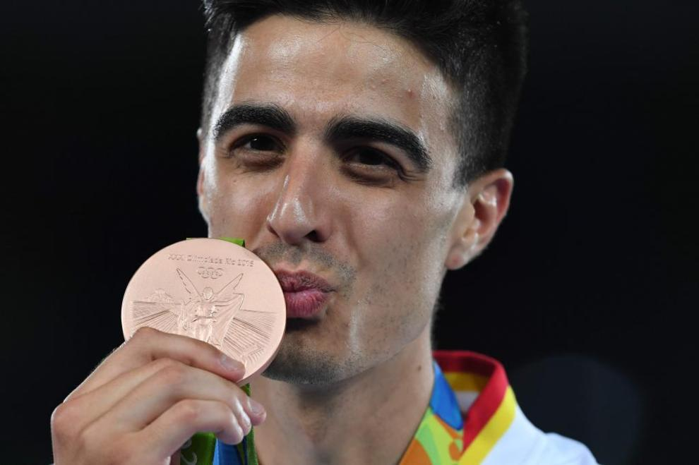 Joel González posa con su medalla de bronce en Río de Janeiro.