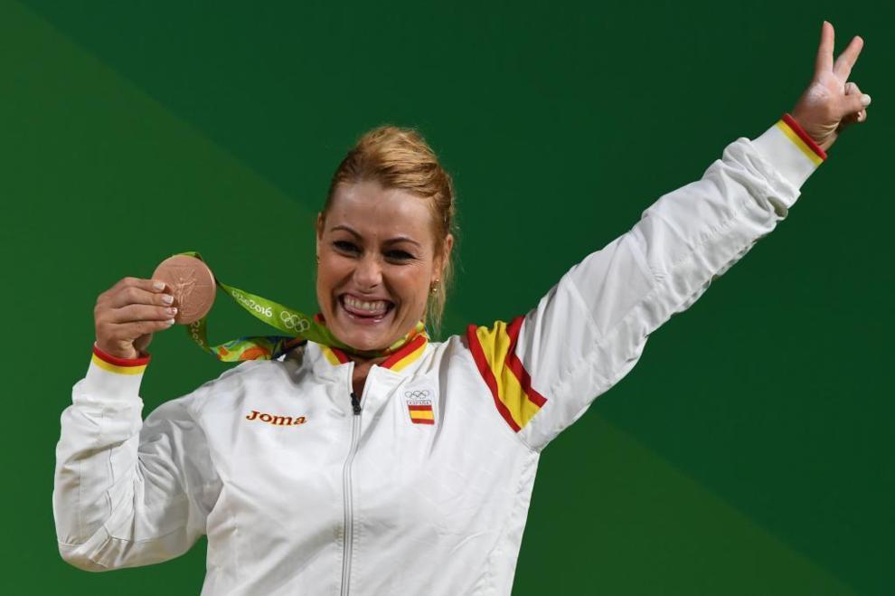 Lidia Valentín posa con su medalla de bronce en Río de Janeiro.