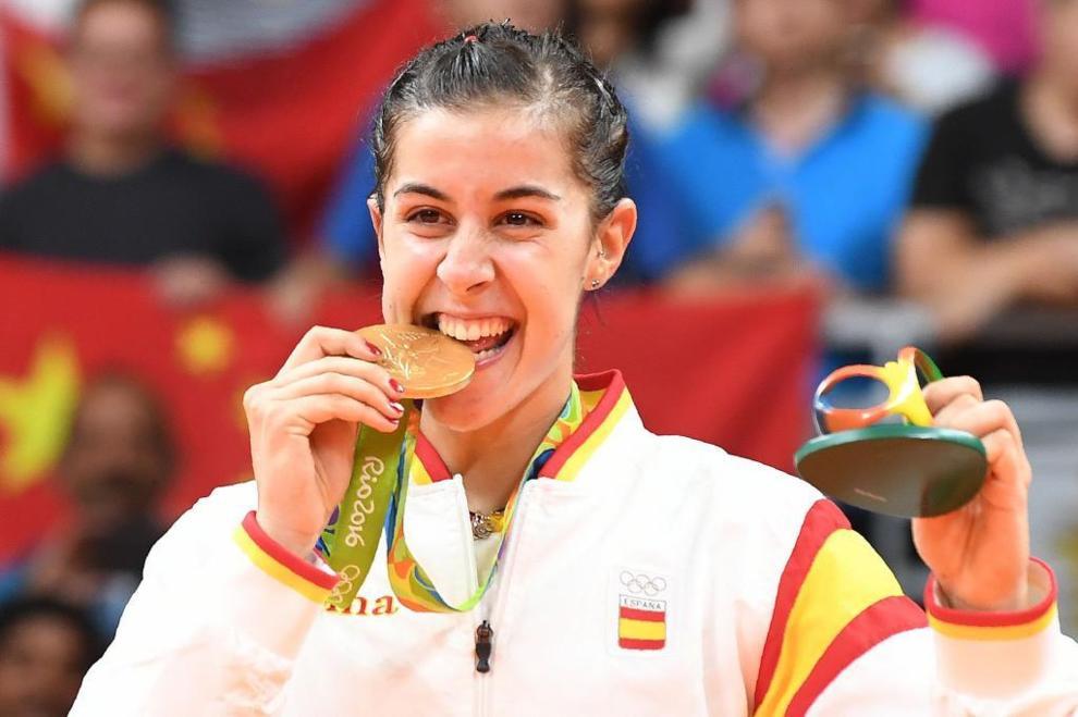Carolina Marín posa con su medalla de oro en Río de Janeiro.