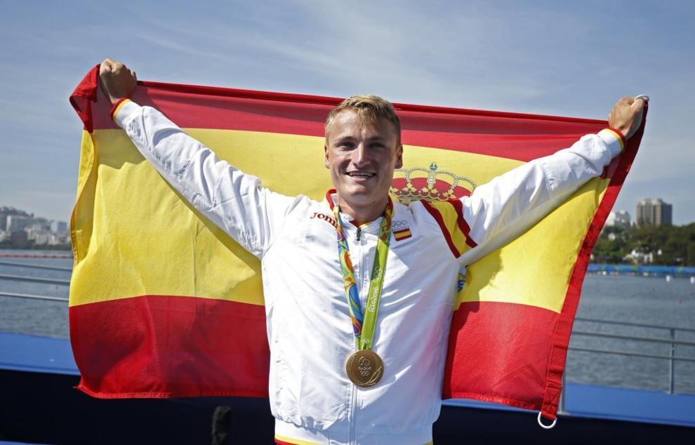 Marcus Walz posa con su medalla de oro en Río de Janeiro.