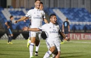 Sergio D�az celebra el tercer tanto del Castilla