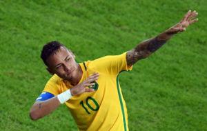 Neymar celebra el primer gol del partido.