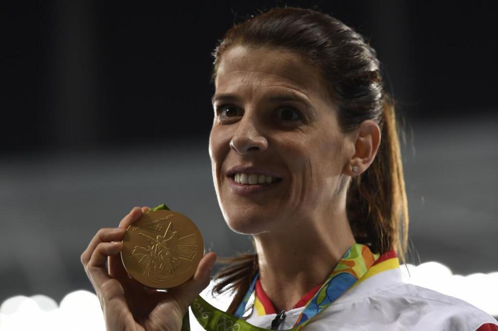 Ruth Beitia posa con su medalla de oro en Río de Janeiro.