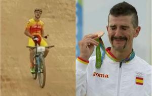 Carlos Coloma a la hora de entrar en meta y con su medalla en el...
