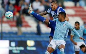 Albentosa y Cabral en el partido amistoso entre Deportivo y Celta