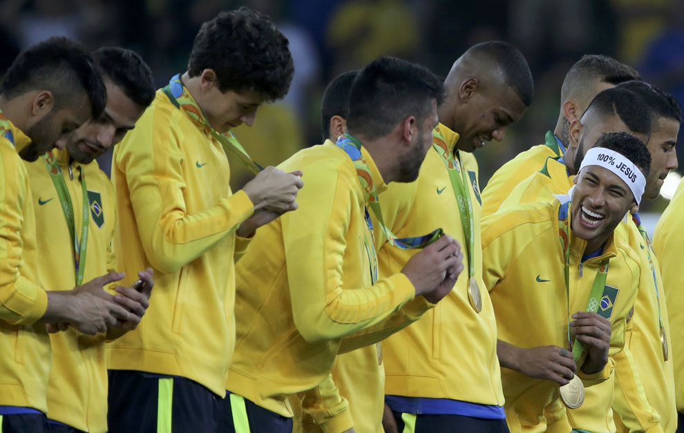 Neymar celebrating the gold medal with his Brazilian teammates.