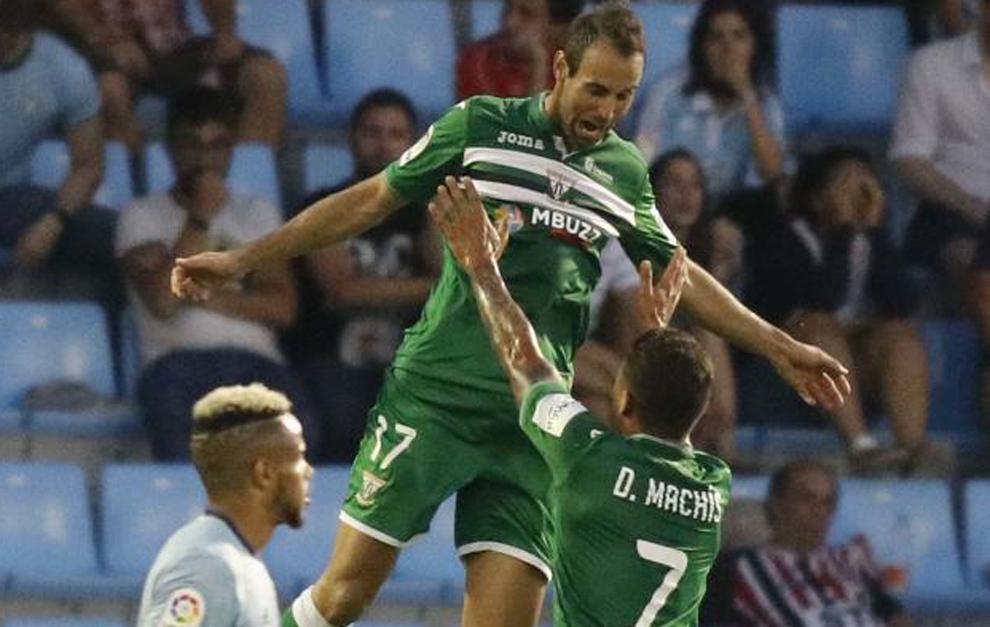 Víctor Díaz celebra el primer gol de Leganés en Primera