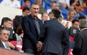 Edgardo Bauza, junto a Josep Mar�a Bartomeu, en el Camp Nou.