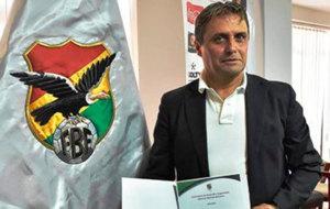 �ngel Guillermo Hoyos, seleccionador de Bolivia.