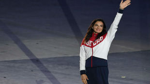 Isinbayeva saluda el público en la ceremonia de clausura.