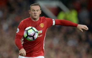 Rooney domina el bal�n.