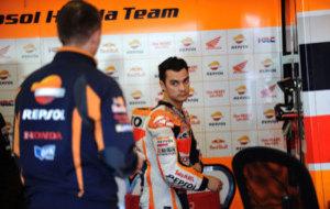 Pedrosa, en el box durante unos test en Jerez en Abril