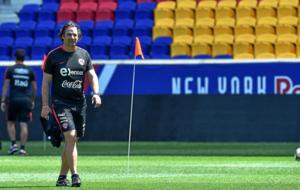 Pizzi en un entrenamiento con Chile