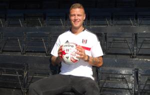 Sigurdsson posa con los colores del Fulham