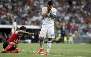 James se lamenta durante un momento del encuentro ante el Stade Reims...