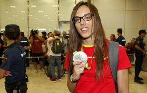 Eva Calvo tras su llegada al Aeropuerto de Barajas