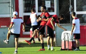 Rami, junto a Nico Pareja, en un entrenamiento del Sevilla.