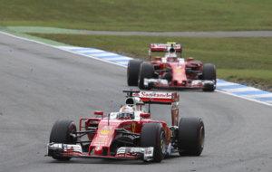 Vettel y Raikkonen, durante el GP de Alemania