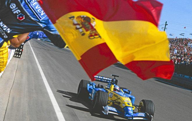 Alonso atraviesa la linea de meta y gana en Hungría 2003