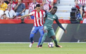 Isma pelea el bal�n con Williams en el partido frente al Athletic