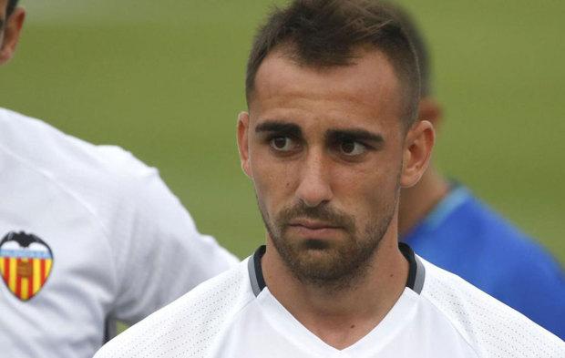 Paco Alc�cer, en un entrenamiento del Valencia durante la...