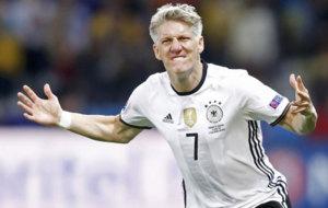 Schweinsteiger celebra con Alemania.
