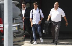 Oliver Torres, a su llegada al aeropuerto de Oporto