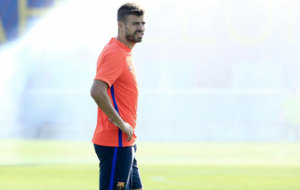 Pique, en un entrenamiento del Barcelona.