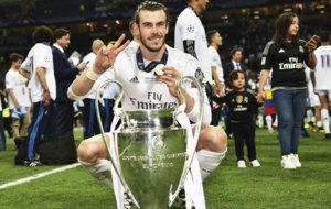 Bale posa con la orejona de la und�cima Champions en San Siro