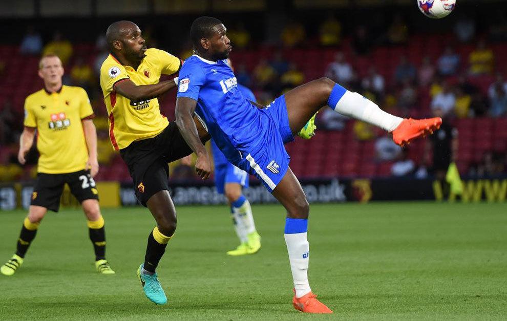 Nyom presiona a un rival en un partido reciente del Watford.