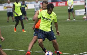 Jaume Costa en un entrenamiento del Villarreal con Soldado