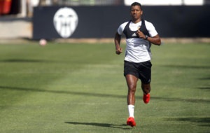 El portugu�s entren�ndose en la ciudad deportiva del Valencia