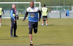 Sidnei durante un entrenamiento con el Deportivo