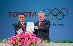 Akio Toyoda y el presidente del COI, Thomas Bach