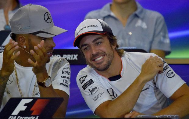 Lewis Hamilton y Fernando Alonso, durante la rueda de prensa oficial...