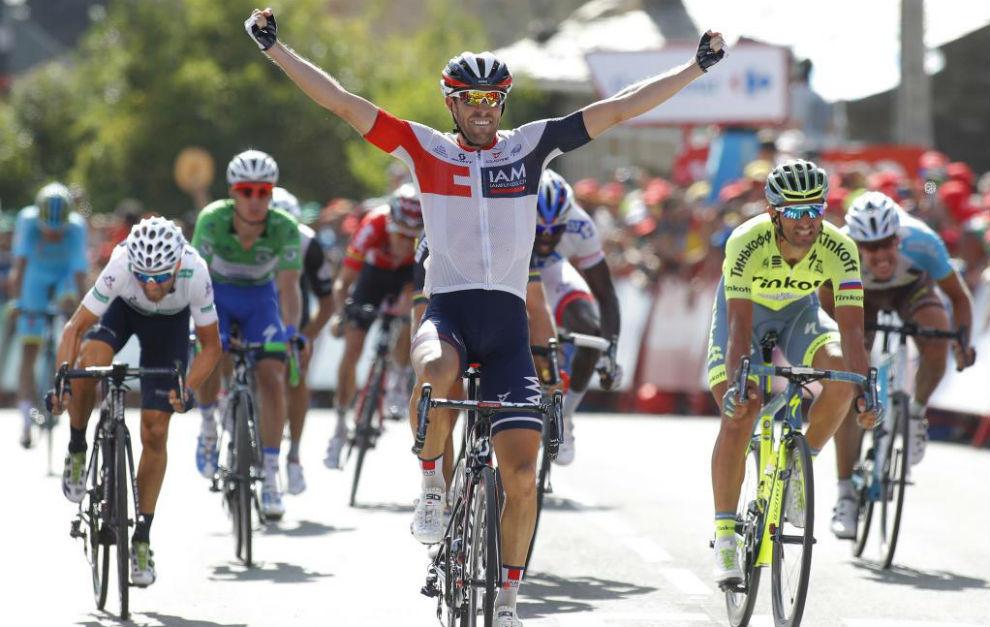 Van Genechten, celebrando su triunfo en Puebla de Sanabria.