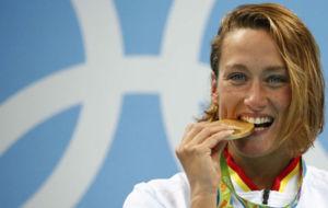 Mireia Belmonte con el oro de R�o