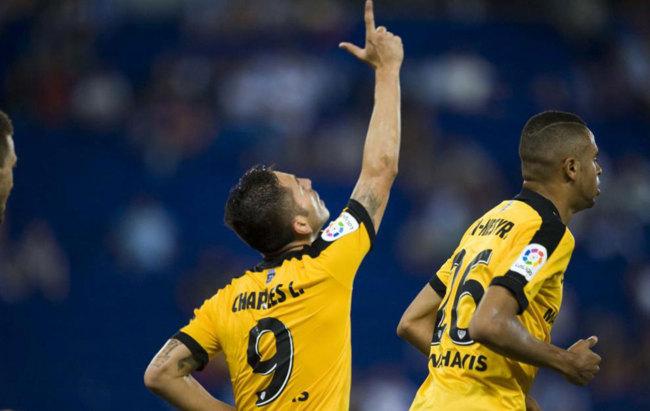 Charles consiguió el gol del empate para el Málaga in extremis. /