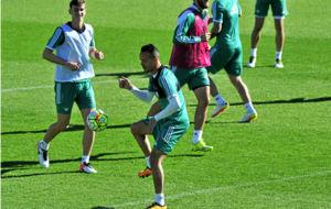 El jugador del Betis Kadir, en un entrenamiento.