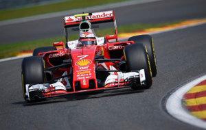 Kimi Raikkonen pilota su Ferrari en Spa-Francorchamps.