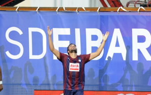 Pedro Le�n celebra su gol