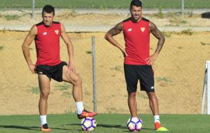 Konoplyanka y Vitolo, durante un entrenamiento.